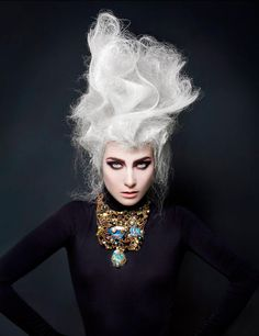 Necklaces Photography Artistic hair styling>> Reminds me of a fierce Marie Antoinette :) High Fashion Hair, High Fashion Makeup, Creative Hairstyles, Up Hairstyles, Crazy Hair, Big Hair, Avant Garde Hair, Dark Beauty Magazine, Corte Y Color