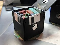 #FloppyDiscs have a purpose again!!! I would have never ever thought to do this...but it's soooo cool!