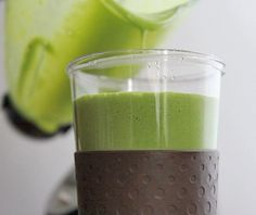 Best Smoothies For The Skin (Benefits & Recipes): This green monster smoothie recipe is loaded with 4 cups of spinach with the taste of coconut and banana! Great for weight loss, glowing skin and lots of energy! Green Monster Smoothie Recipe, Green Tea Smoothie, Tea Smoothies, Smoothie Drinks, Smoothie Diet, Healthy Smoothies, Healthy Drinks, Healthy Snacks, Healthy Recipes
