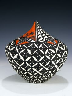 Traditional Acoma pottery is made using a slate-like clay found within the hills surrounding the Pueblo. When fired using traditional methods, this clay allo. Native American Pottery, Native American Art, Native Indian, Indian Art, Pottery Painting, Pottery Art, Carillons Diy, Ceramic Stool, Pueblo Pottery