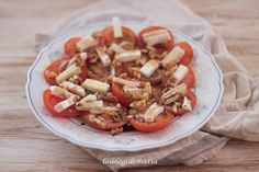 Ensalada de tomates, queso fresco y nueces