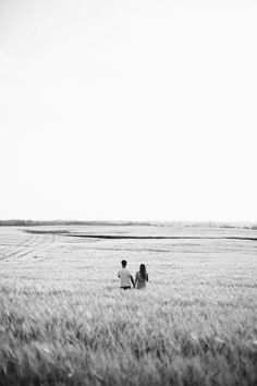 Engagement Session in the fields of Edmonton Couple Photography, Engagement Photography, Engagement Session, Engagement Photos, Champs, Great Wide Open, Foto Casual, Engagement Photo Inspiration, White Aesthetic