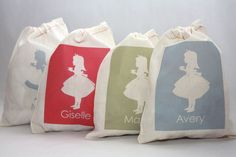Party favor bags with individual names of your guests - such a cute idea!