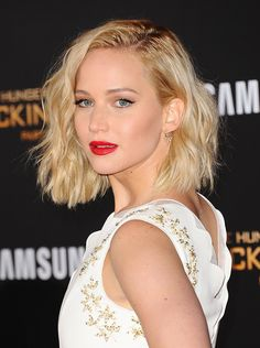 Hair color short blonde jennifer lawrence 53 New ideas Celebrity Bobs, Celebrity Hairstyles, Trendy Hairstyles, Bob Hairstyles, Bob Haircuts, Short Blonde, Blonde Hair, Blonde Curly Bob, Wavy Lob