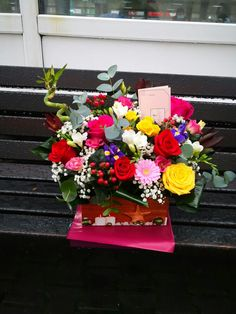 Realizat din trandafiri, minigerbera, hypericum, bambus, eucalipt, iris, leucadendron, frezii, lisianthus si gypsophila Gypsophila, Iris, Floral Wreath, Wreaths, Home Decor, Bamboo, Floral Crown, Decoration Home, Door Wreaths