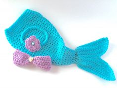 Turquoise Mermaid The sea the newest mermaid princess in your life My handmade mermaid tail outfit is the sweetest accessory to add to your photo sessions It s the ultimate Crochet Mermaid Blanket, Crochet Mermaid Tail, Mermaid Tail Blanket, Crochet Baby Bonnet, Newborn Crochet, Hand Crochet, Irish Crochet, Baby Mermaid Outfit, Owl Baby Blankets