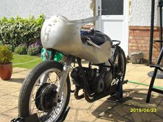 Racing 250 Arrow built by Rex Trimnell Bikes For Sale, Cars For Sale, Ariel Atom, Red Hunter, Bike Engine, Models For Sale, How To Have Twins, Sidecar, Rear Brakes