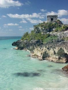The ruins of Tulum, Riviera Maya, Mexico. Es un lugar fantastico pase por ahi en un barquito y no saque fotos.