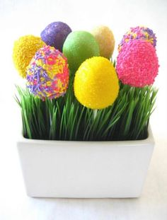 Easter Egg Cake Pops @Maya Shumar and @Gwyn Shumar we need to make these for easter.