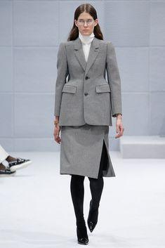 Balenciaga Fall 2016 Ready-to-Wear Collection Photos - Vogue