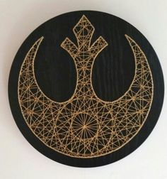 Nail/String Art Idea - Color Star wars string art with gold thread and black stained Oak veneer Tableau Star Wars, Baby Dekor, Cuadros Star Wars, Star Wars Bedroom, Star Wars Crafts, Diy And Crafts, Arts And Crafts, Nail String Art, String Art Patterns