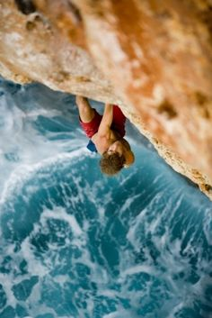 Chris sharma killing it Solo Climbing, Wow Photo, Call Of The Wild, Camping Places, Deep Water, Extreme Sports, Hiking Trails, Bouldering, Us Travel