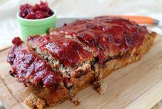 Ground turkey and turkey bacon add lightness to a meatloaf with the taste of a bacon cheeseburger. Ingredients : Olive oil, for greasing pan cup ketchup 1 tablespoon spicy brown mustard 1 pound… Ww Recipes, Skinny Recipes, Turkey Recipes, Cooking Recipes, Healthy Recipes, Healthy Foods, Loaf Recipes, Recipies, Turkey Loaf