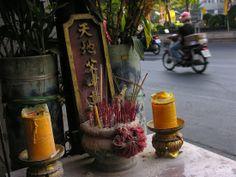 Avalokitesvara shrine streetside Bangkok