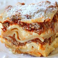Delicious and EASY slow cooker lasagna! Crockpot Chicken Tacos Slow Cooker Orange Rosemary Chicken Bacon Cornbread with Butter . Crock Pot Food, Crockpot Dishes, Crock Pots, Crockpot Meals, Think Food, Love Food, Slow Cooker Recipes, Cooking Recipes, Lasagna Recipes