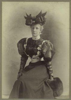 1890s fashionable lady.