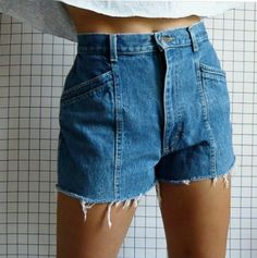 Short curto cintura alta  jeans desfiado