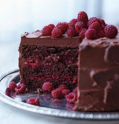 Chocolate-Raspberry Cake | 21 Cake Ideas You Must Try This Winter Season | https://homemaderecipes.com/winter-cake-ideas/