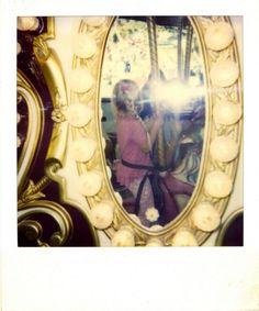 Photographies anciennes anonymes trouvées sur le thème du miroir et des reflets