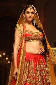 Aditi-Rao-Hydari-Walks-The-Ramp-at-Aamby-Valley-India-Bridal-Week-2013-3.jpg (630×945)