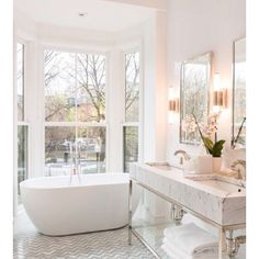 Modern Master Bathroom Renovation - All For Remodeling İdeas Dream Bathrooms, Beautiful Bathrooms, Luxury Bathrooms, White Bathrooms, Bathroom Ideas White, Bright Bathrooms, Small Bathrooms, Navy Bathroom, Bathrooms Decor