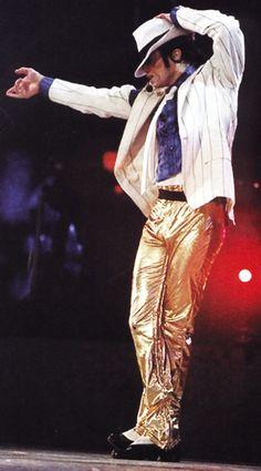 Michael Jackson performing Smooth Criminal on the HIStory World Tour c. 1996-97.