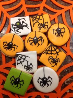 spider cookies - pic only but what a good pic! love those spiders! spider cookies - pic only but what a good pic! love those spiders! Halloween Food Crafts, Halloween Sweets, Halloween Baking, Halloween Chocolate, Diy Halloween, Healthy Halloween, Holloween Cookies, Halloween Cookies Decorated, Halloween Sugar Cookies