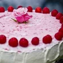 Tårta med hallonmousse - Rosa dröm