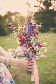 Des bouquets de fleurs romantiques, coloré, un brin rustique… Lovely rustic wedding bouquets.
