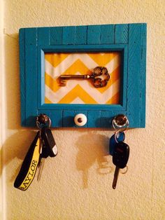 Always losing your keys? Looking for a creative way to spice up your entryway? Then this craft is for you! Using an old picture frame you can make your very own stylish key holder Fun Crafts, Arts And Crafts, Old Picture Frames, Home Ownership, Home Hacks, Craft Tutorials, Diy Tutorial, Spice Things Up, Make It Yourself
