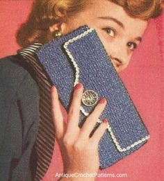 This free crochet pattern for a carry all case with a snap fastener can be crocheted in blue (as shown) or any other color of your choice.