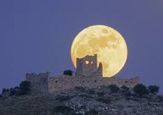 Full Moon Castle. Photographer Chris Kotsiopoulos. via greeksky ·