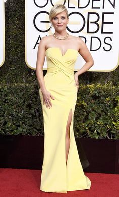 2017 Golden Globes: Reese Witherspoon is wearing a pale yellow Atelier Versace strapless gown with a side slit. Beautiful pale yellow color! I also like the gold necklace. The dress fits her beautifully!