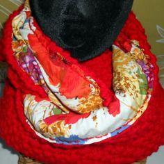 Col snood rouge en laine tricoté main doublé tissu fleuri