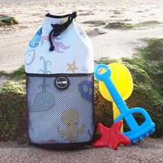 Ocean Animals Kids Neoprene Bags by Totedco | Simple in design but oh so convenient and versatile. The mesh outer pocket is great to store things you need for easy reach whilst keeping sand out and the neoprene soaks up water. Great prints for the littlies to tote around this summer. #totedco #swimbag #beachbag #neoprenebag #travelbag #kidsbag #babyandkidsstation