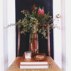 Pretty rustic center piece for fall. @Katie Wallenhorst Thought you would like this too :)