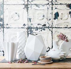 Fashion for your flowers! . . . . . #kitchenware#platter#Decor#innovation#lecker#ceramics#bleu#pottery#magnet#thomas#pottery#cookingathome#eatclean#plates#dishes#seramic#cookingathome#Ceramique#Sgraffito#zurich#genava#basal#bern#winterthur#köniz#thun#fribourg#chur#uster#vernier#sion#rosenthal  Yummery - best recipes. Follow Us! #kitchentools #kitchen