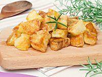 Patate al forno croccanti fuori e morbide dentro, con poco olio!