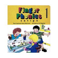 Aparecen las letras troqueladas para que los niños puedan seguirlas con los dedos y aprender  la formación correcta para cada letra. Las ilu...