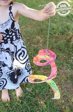 Flying Sanke Art - paper plate craft for kids