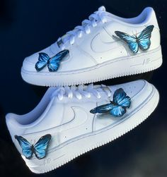 Using the colors blue neon blue black white and grey to create a realistic butterfly effect. Cute Sneakers, Sneakers Mode, Sneakers Fashion, Fashion Shoes, Fashion Clothes, Fashion Outfits, Custom Painted Shoes, Custom Shoes, Custom Af1