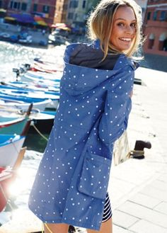DANCING IN RAIN:RAINCOATS FOR WOMEN | www.rabbity.co.uk