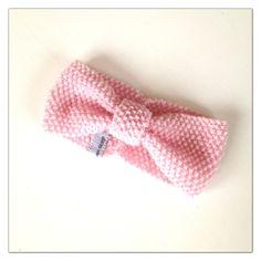 Rosa pannebånd i perlestrikk til barn. Strikket i Drops Baby Merino, 100% extra fine wool. Garnet er i herlig myk ...