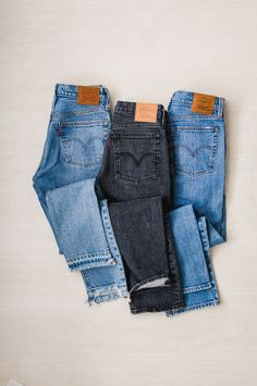 gifted with trend // vintage-style Levi's with or without stretch in traditional blue with classic leather tag and pocket detailing for cute fall looks Jeans Levi's, High Jeans, Levis Wedgie Jeans, Black Levi Jeans, Buckle Jeans, High Waist Jeans, Ripped Jeans, Jean Outfits, Cute Outfits