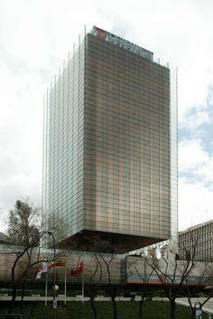 Rafael De La-Hoz + Gerardo Olivares    Edificio Castelar (Madrid, España)