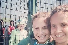 The Queen Just Photobombed A Selfie At The Commonwealth Games