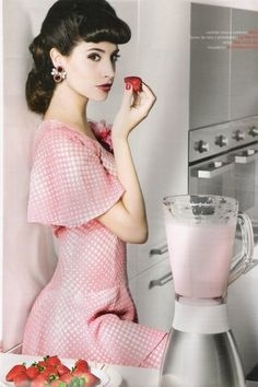 This is how I look every time I make a smoothie! Red And Pink, Pretty In Pink, Cute Dresses, Vintage Dresses, Pink Bowls, Domestic Goddess, Rockabilly Fashion, Retro Chic, Pin Up Girls