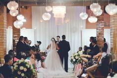 Pedro & Mariana casando-se em uma linda noite de verão. --- Pedro & Mariana getting married in a beautiful summer night.
