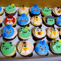 Angry Birds...ATTACK! :-)..lol..Cupcake anyone??? #sst #cupcakes #toppers #fondant #angrybirds #rio #tampa #vanilla #customtoppers #frosting #pastry #pastrychef #yum #Monika