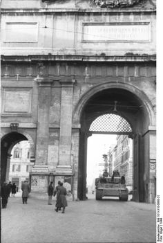 Tiger I tank of German Army Schwere Panzer-Abteilung 508 driving through the Porta del Popolo in Rome, Italy, 1944